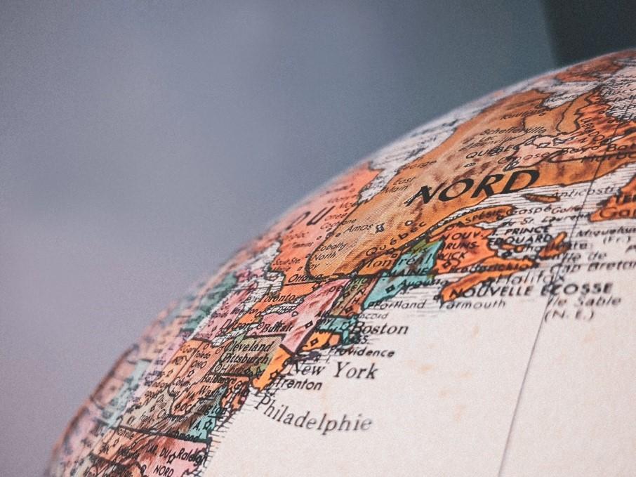 L'evoluzione della comunicazione procede di pari passo con le dinamiche legate alla dimensione geografica, storica e sociale degli individui.